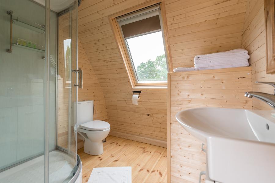 The Camp 8 – Bathroom